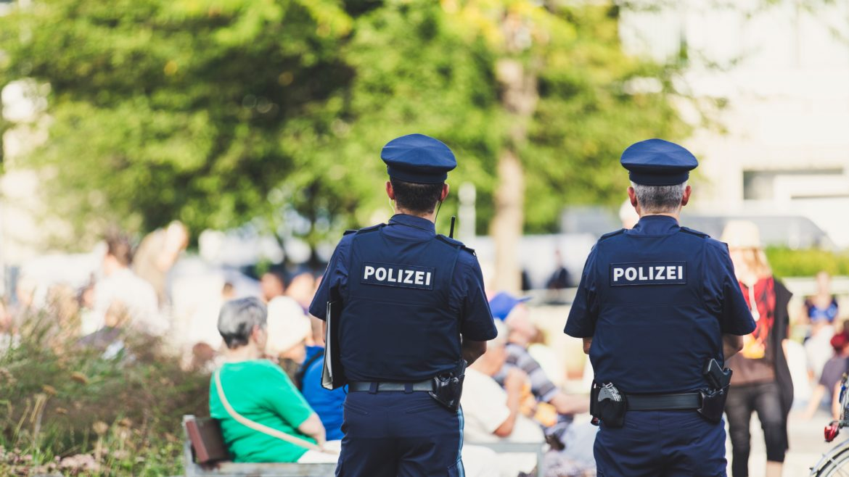 Photo of 2 policemen.